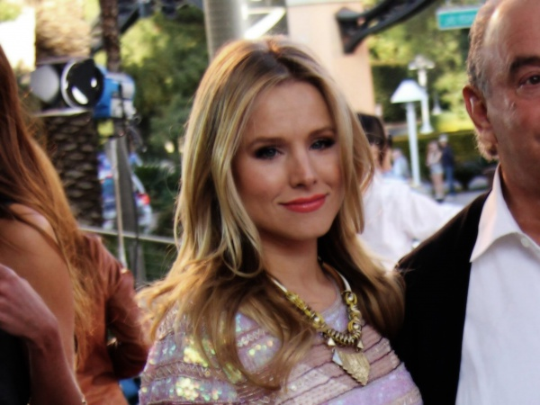 Kristen Bell At Opening Store In Las Vegas Desktop Wallpapers 600x450