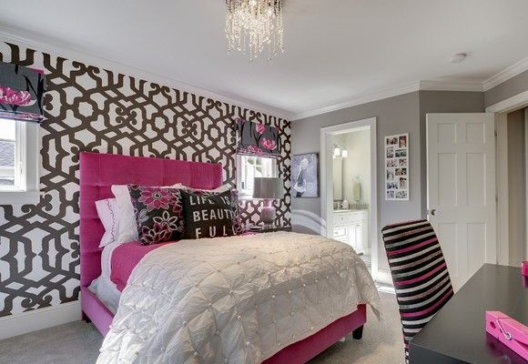 Teen Girl Bedroom Decorating Ideas Use Wallpaper on Only One Wall 580x400