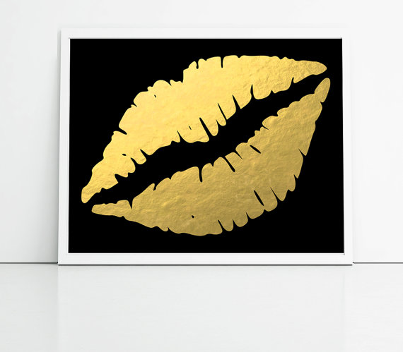gold lips wallpaper