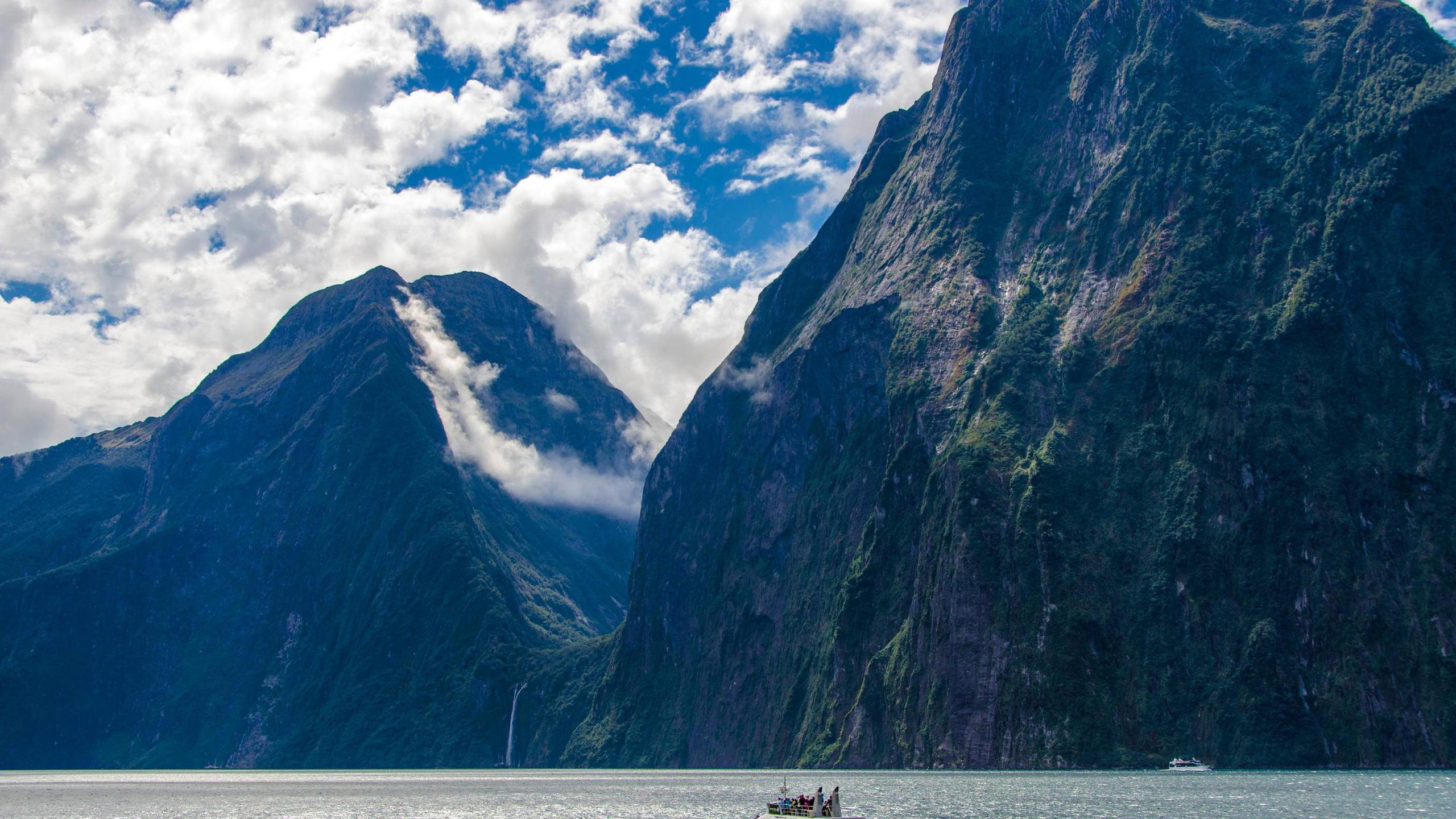 BOTPOST] Milford Sound New Zealand iimgurcom 2560x1440