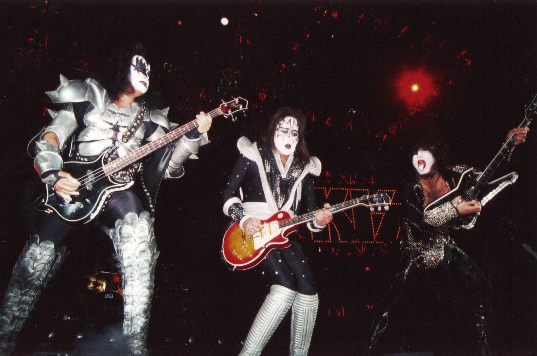 Kiss heavy metal rock bands concert guitar e wallpaper background 1772x1175