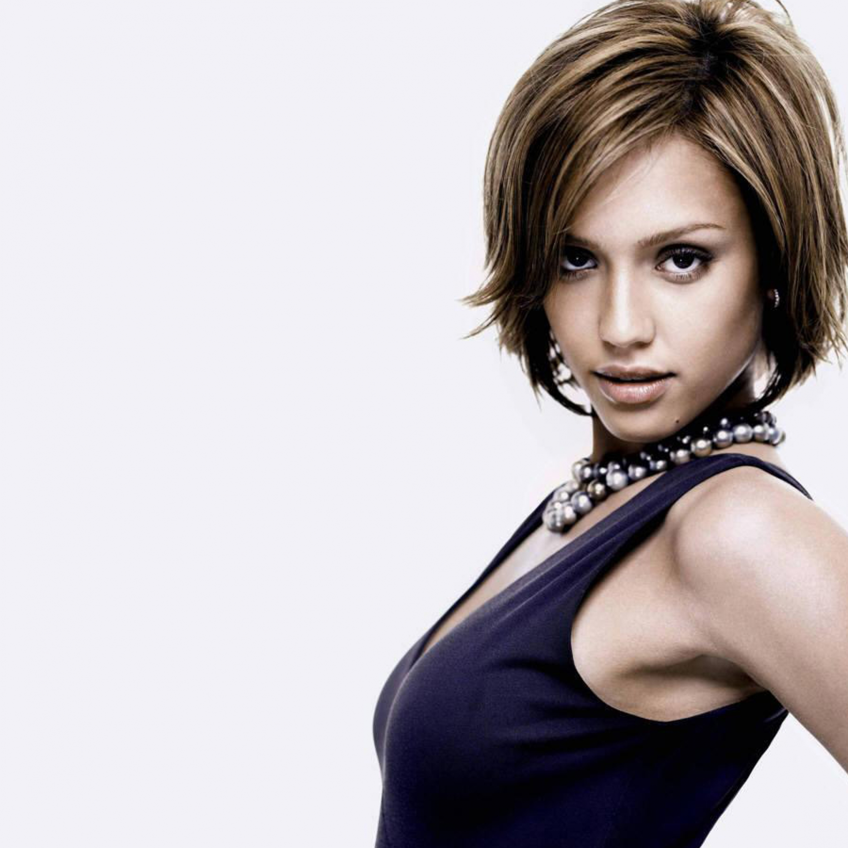 Download Jessica Alba Short Hair Style Wallpapers Apple iPad Air 2780x2780