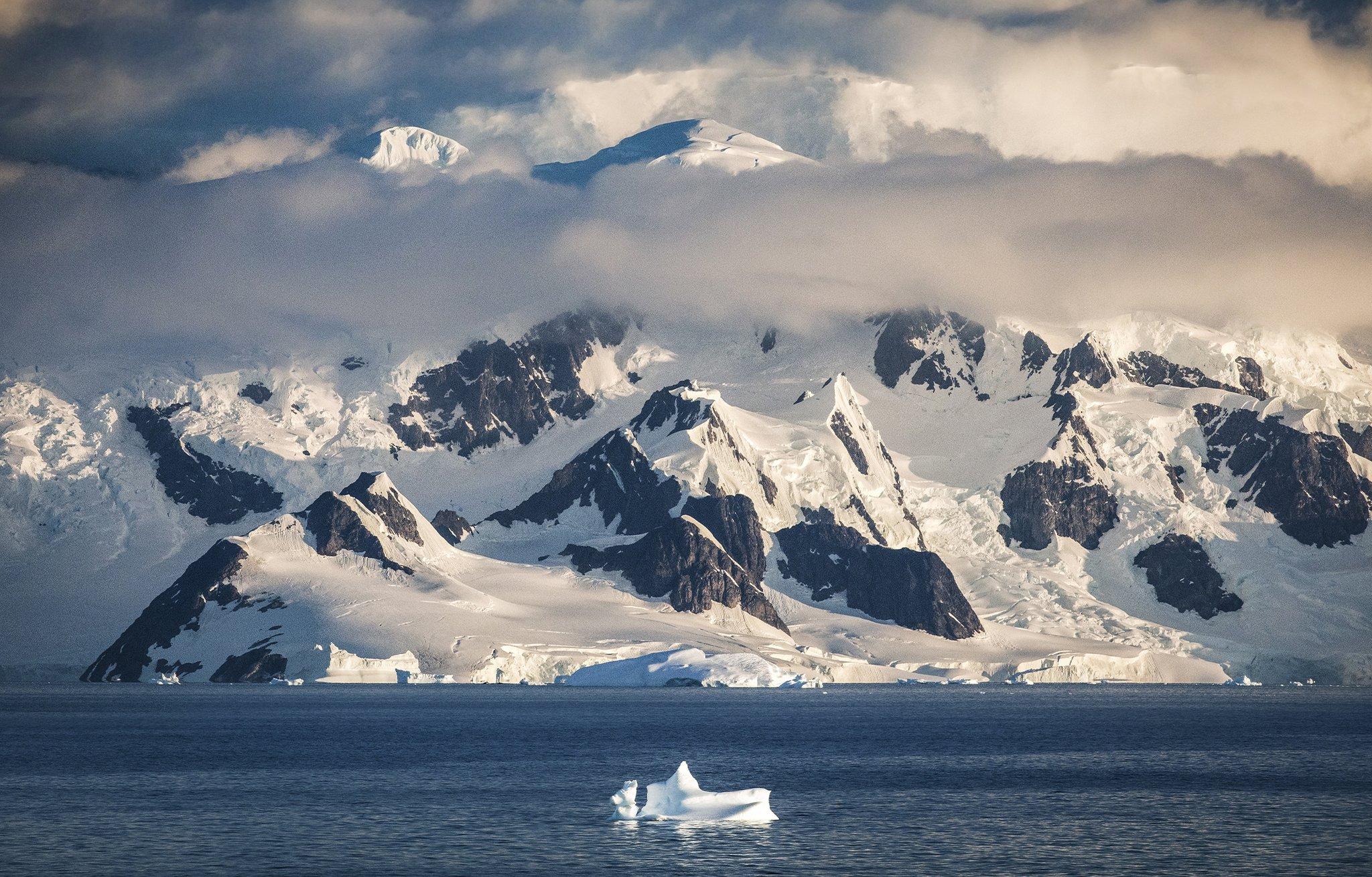 Wallpaper   Epic Antarctica   Paul Zizka Photography 2048x1310