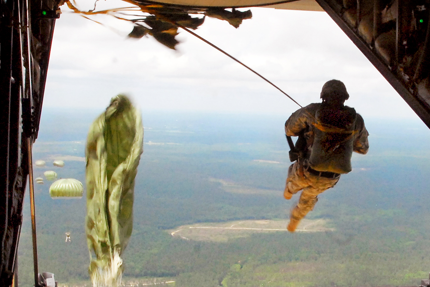 FileFlickr   The US Army   Airborne Jumpjpg   Wikimedia Commons 1451x967
