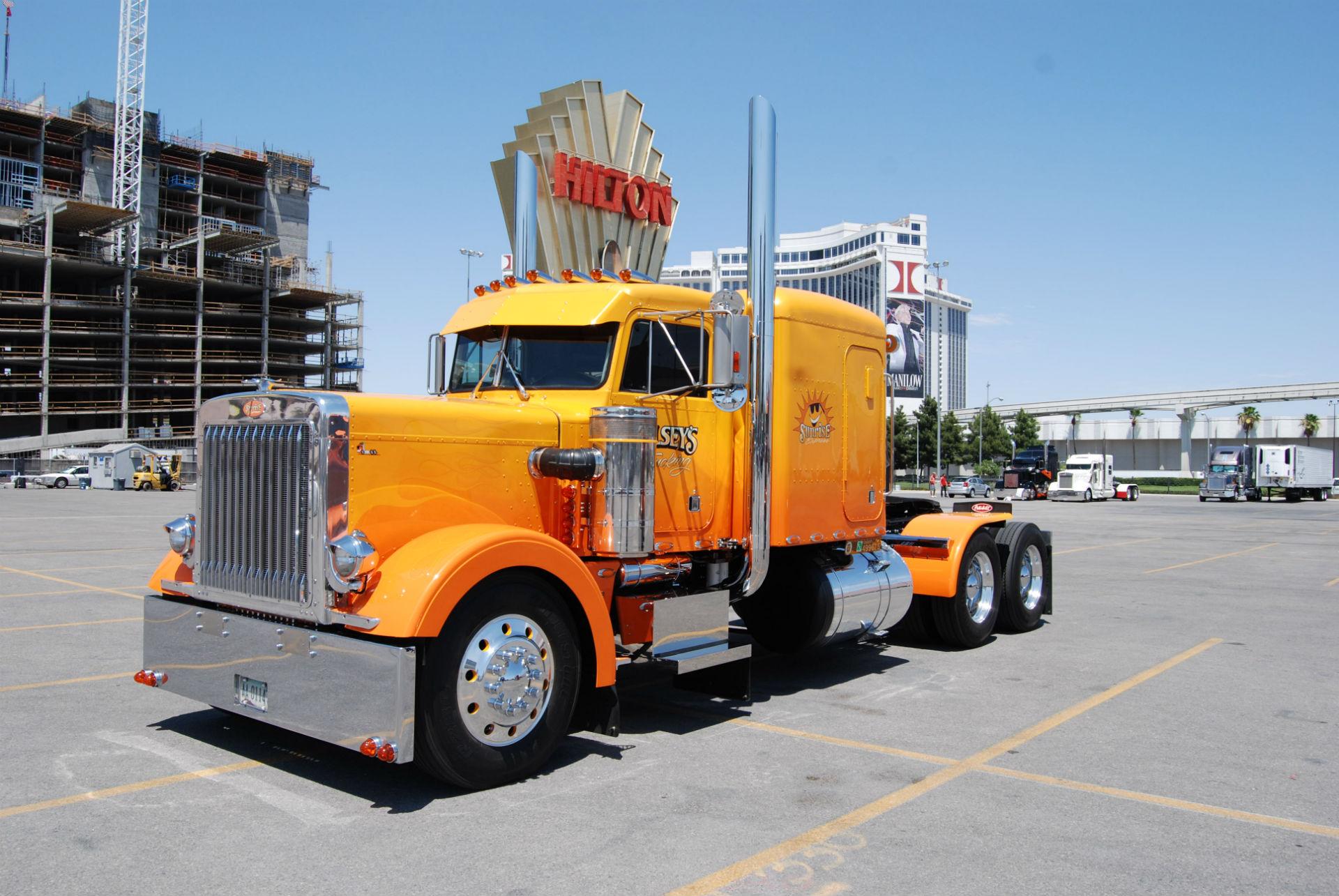Peterbilt Semi Trucks 1920x1285