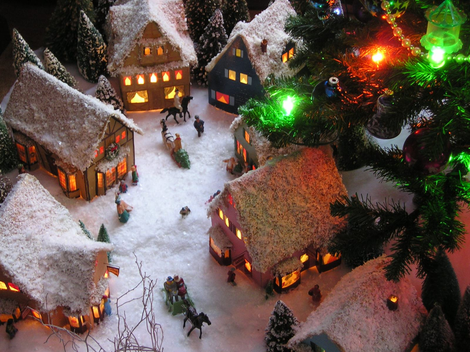 Download Christmas Village Wallpapers in HD from 2015 1600x1200