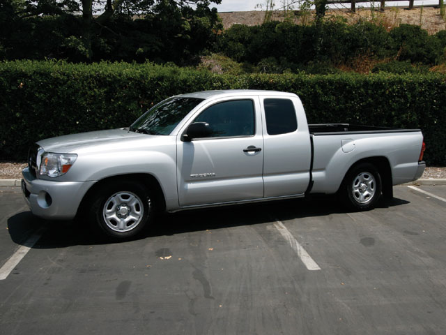 2007 Toyota Tacoma Side View 640x480