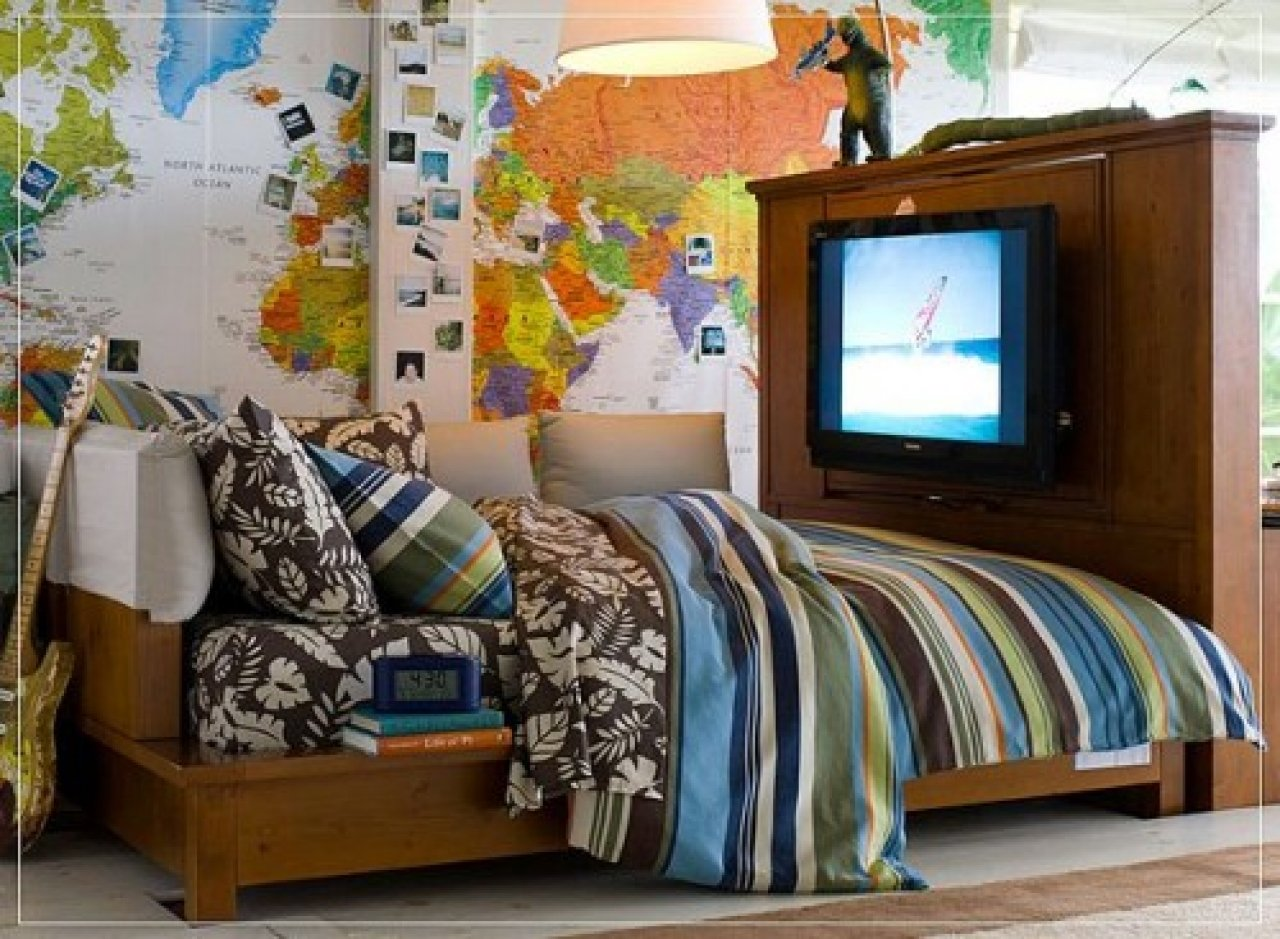 Teen boys hobby room with map wallpaper 1280x939
