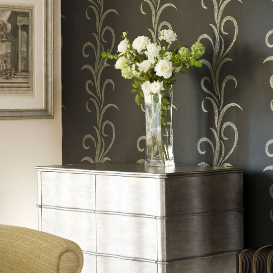 Metallic feature wall Feature walls   10 ideas housetohomecouk 550x550