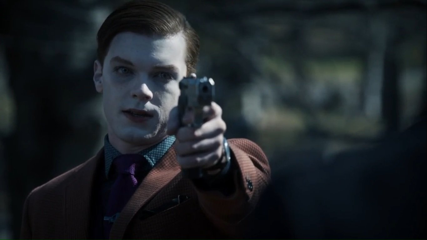 What pistol does Jeremiah Valeska used in the Gotham TV series 1366x768
