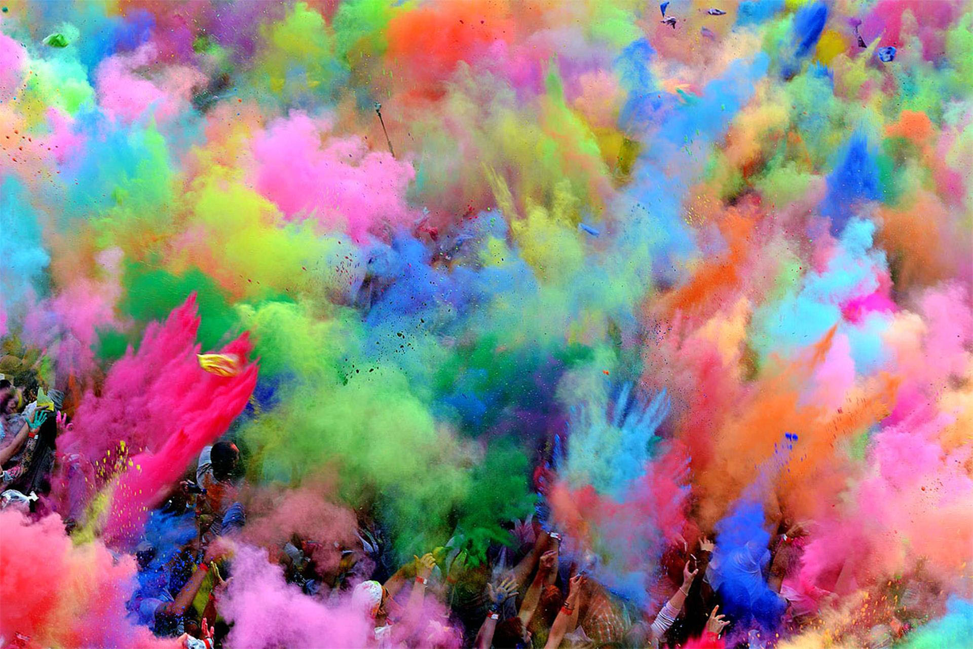 Colorful atmosphere in holi festival with different 1920x1280