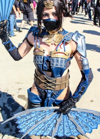 Kitana MKX Cosplay by LeticiaFariaCosplay 400x553