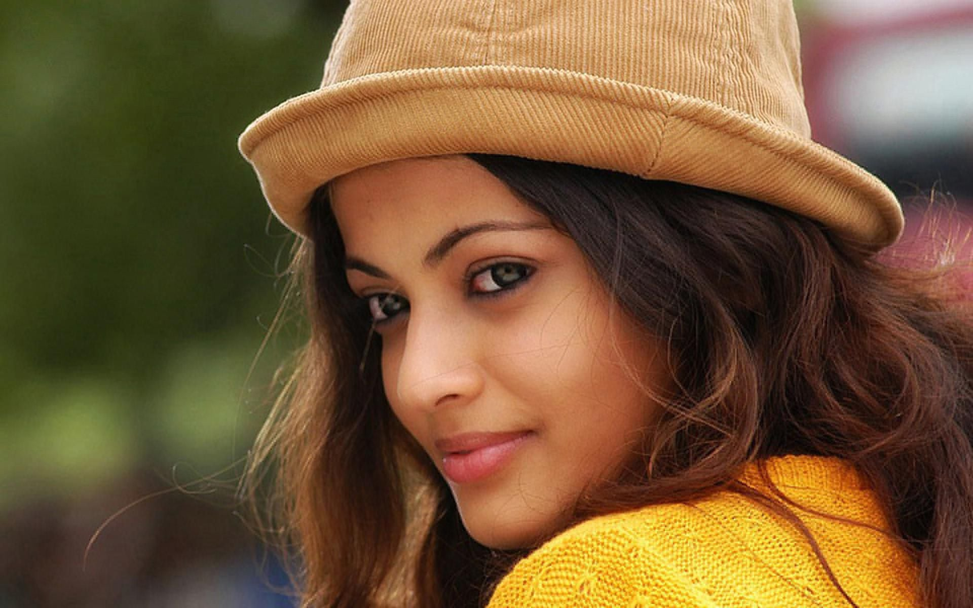 16 Sneha Ullal HD wallpapers High Quality Download 1920x1200