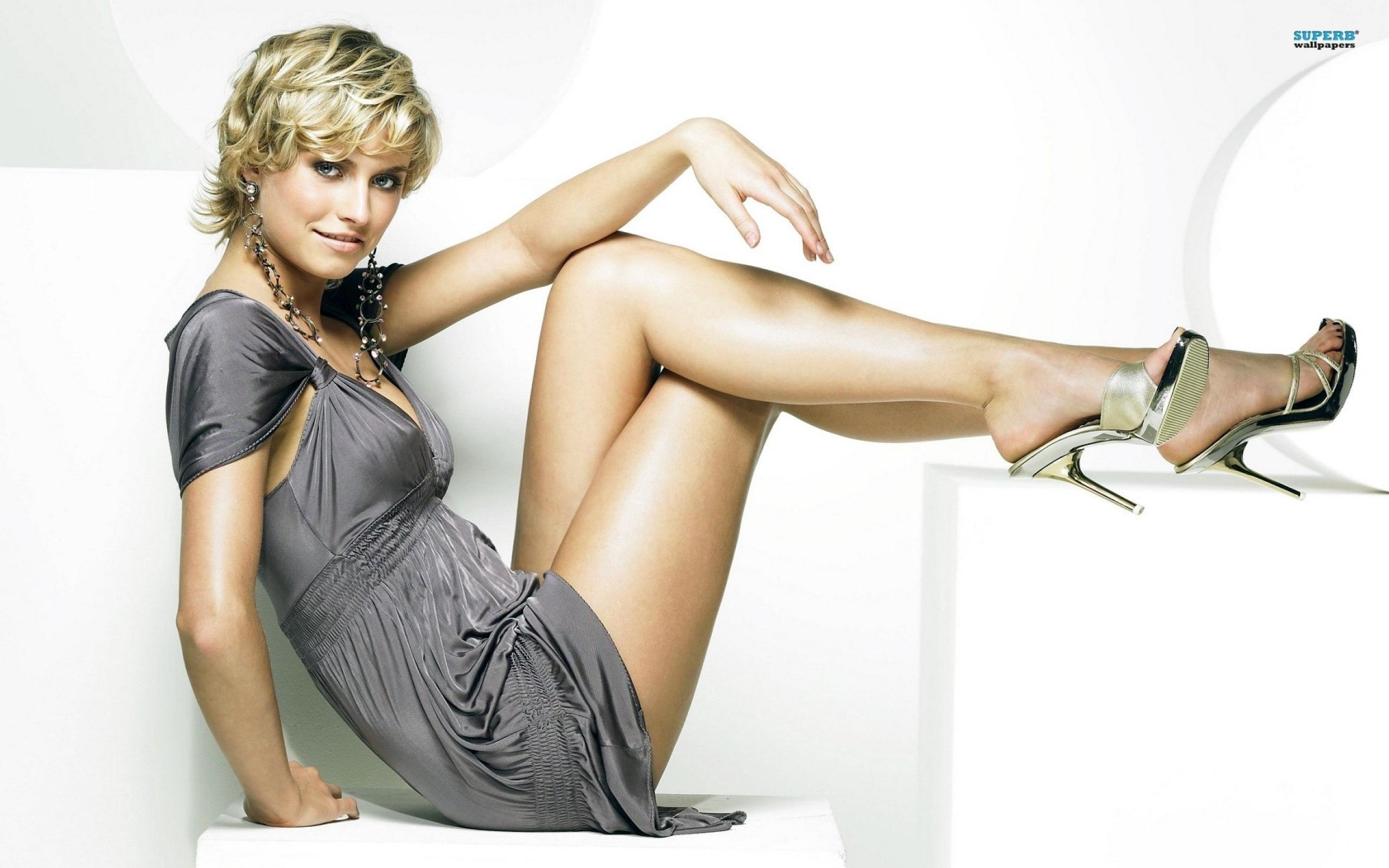Download Wallpapers Download 2560x1600 legs women celebrity high 2560x1600