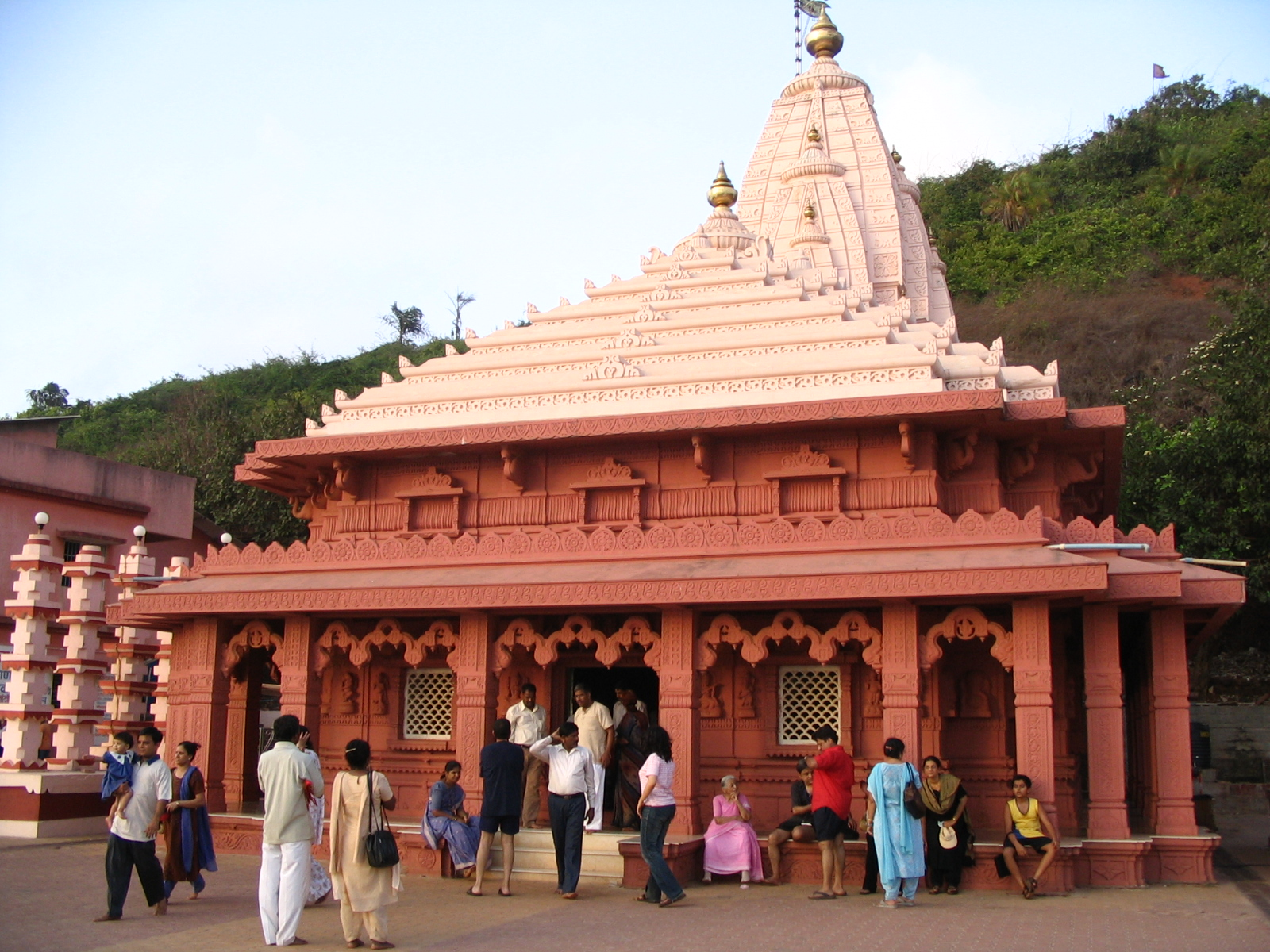 Maharashtra Fed up with a fight between Temple Admin and 1600x1200