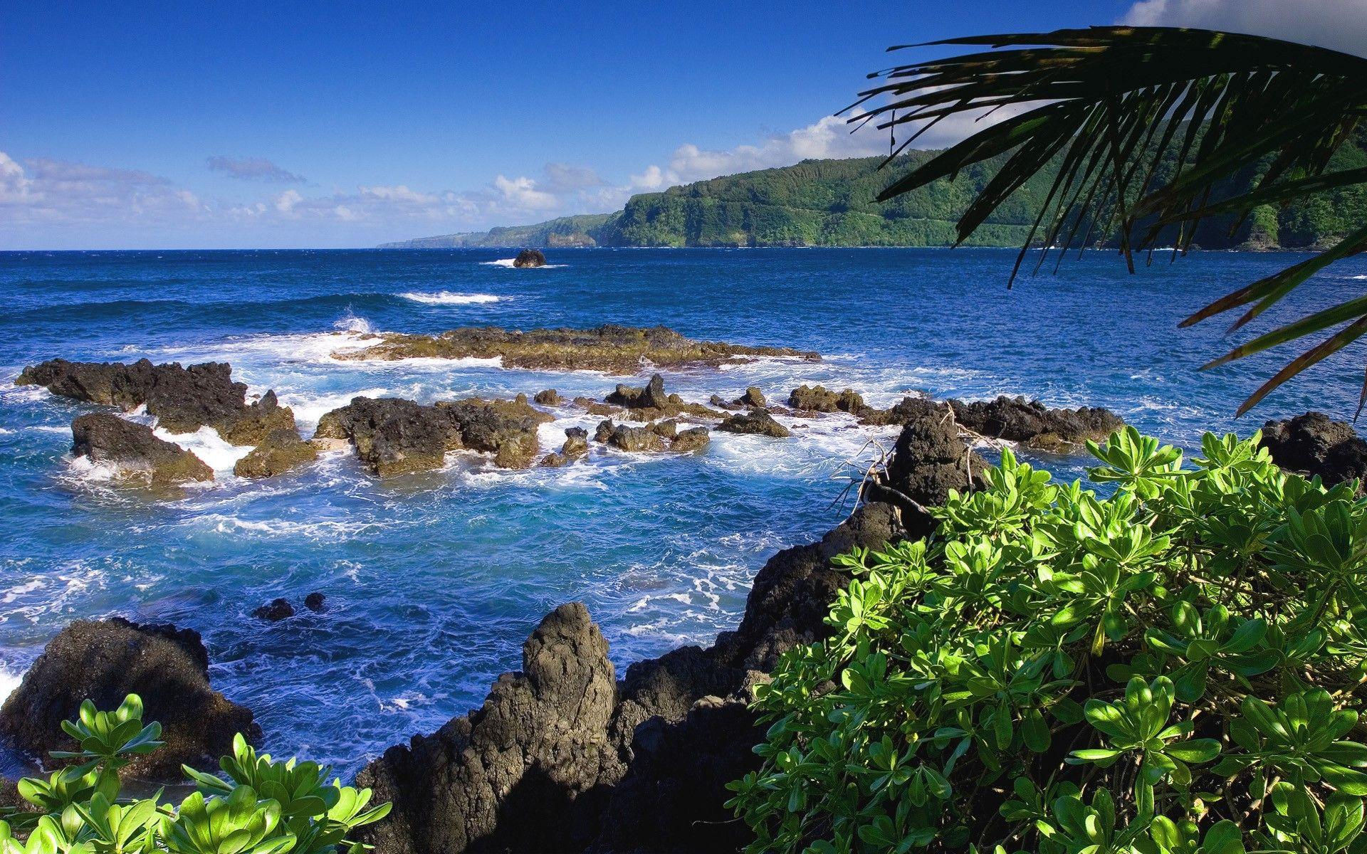 ocean coastline from the shores of Maui Hawaii on the Road to Hana 1920x1200