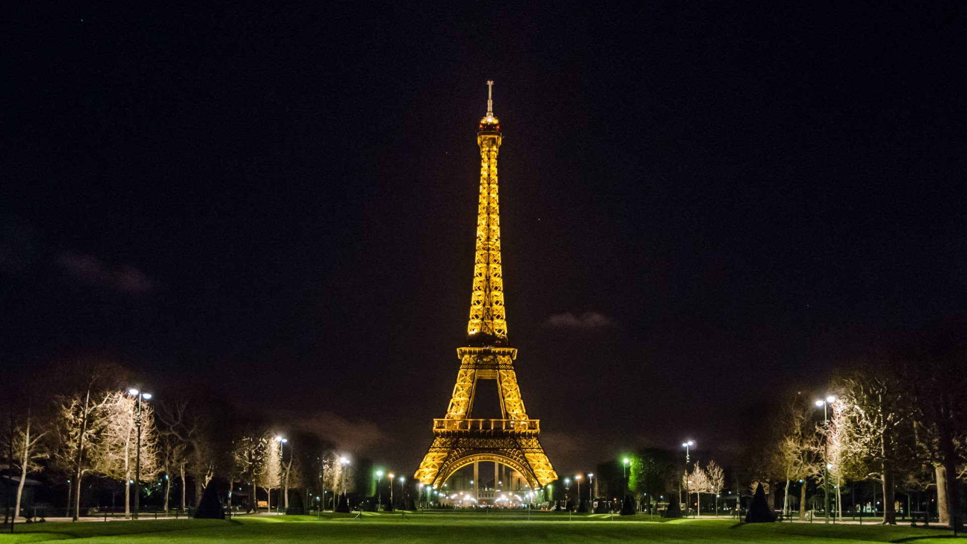 72 Eiffel Tower At Night Wallpaper On Wallpapersafari