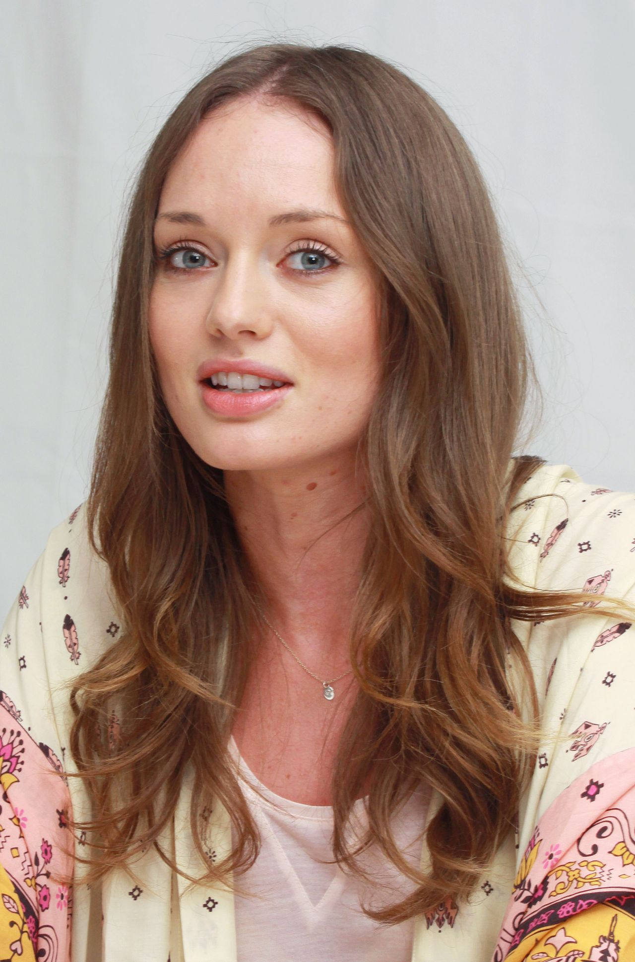 Laura Haddock Full HD Pictures 1280x1938