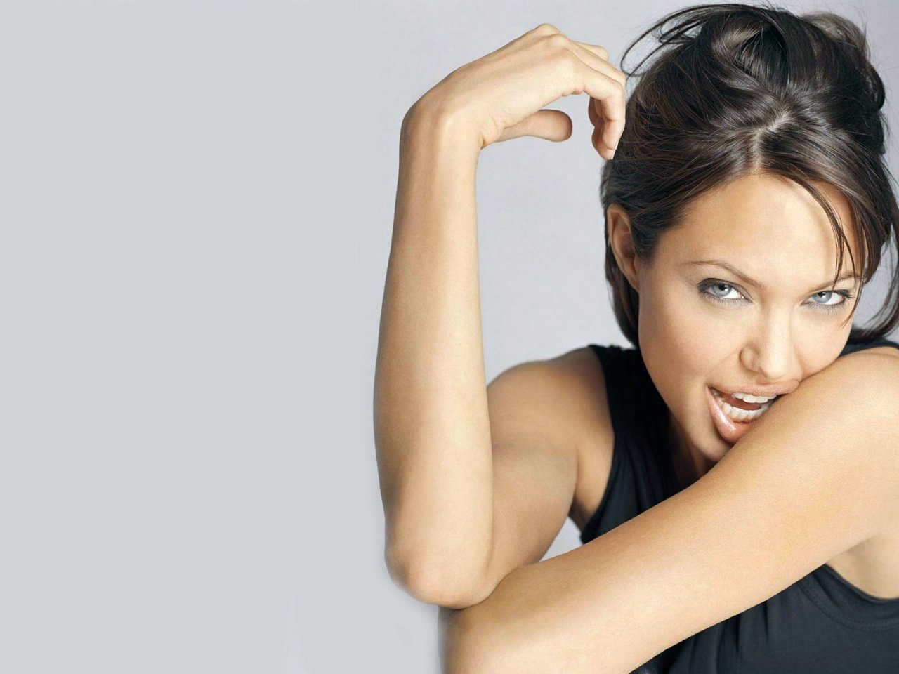 Angelina Jolie Hot And Sexy Pics free download angelina jolie hot boobs visible [1280x960