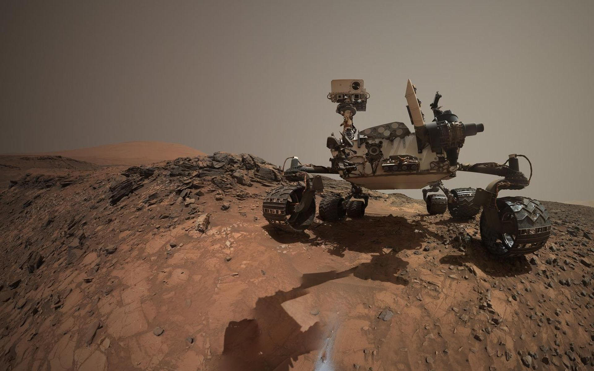 Space Images Looking Up at Mars Rover Curiosity in Buckskin Selfie 1920x1200