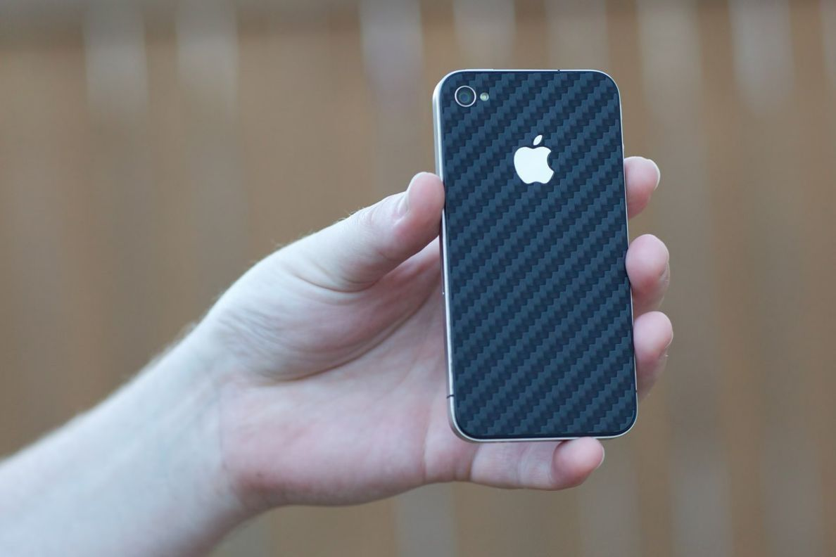 iPhone 4 Teksure Carbon Fiber skin Daily iPhone Blog 1188x792