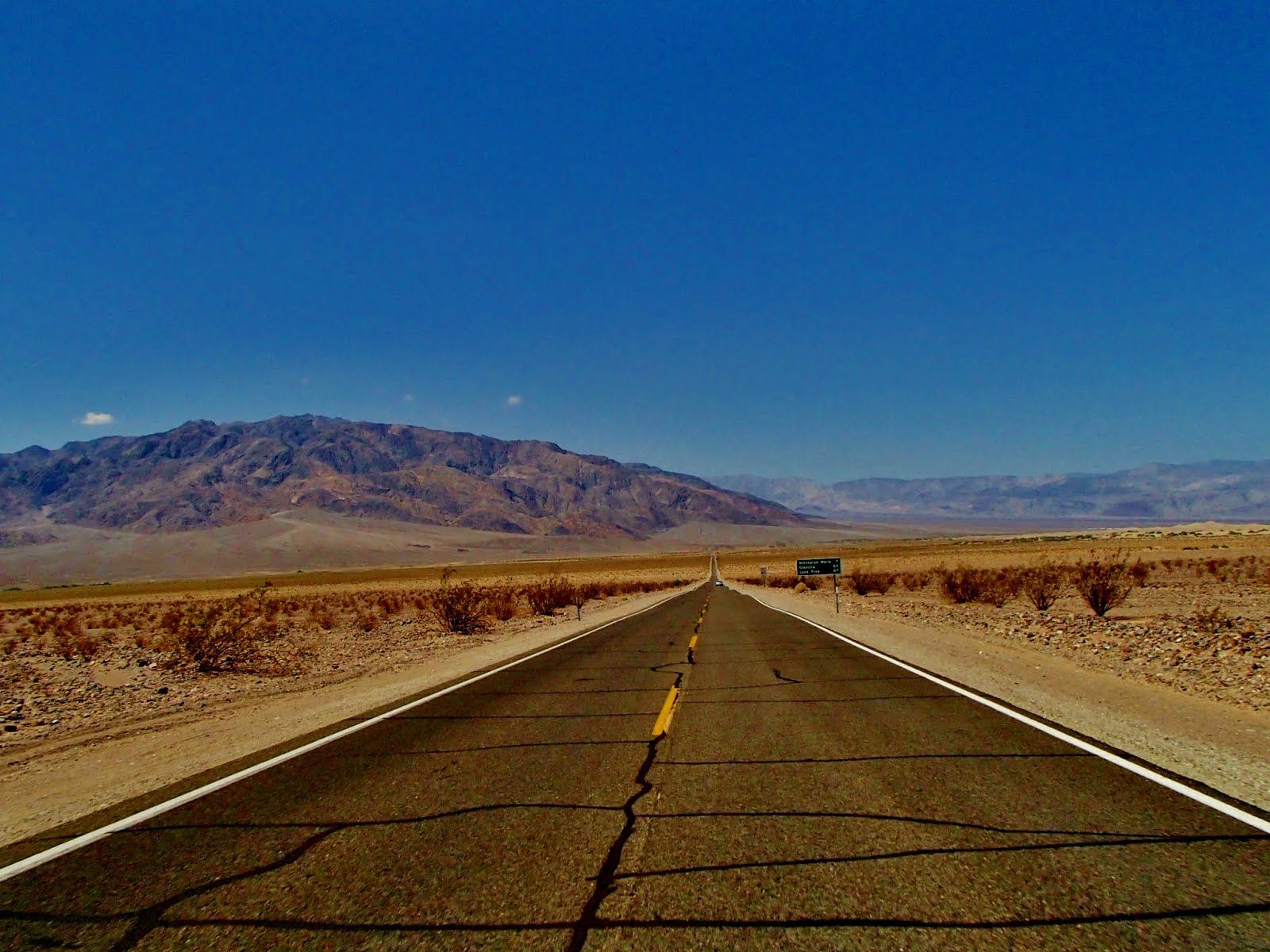 Death Valley Road M HD Wallpaper Background Images 1600x1200
