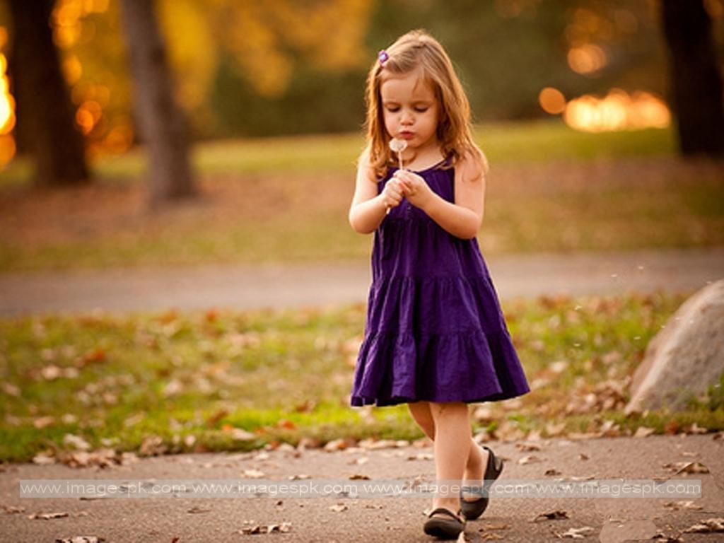 Little Girl Purple Dress Wallpaper 1024x768