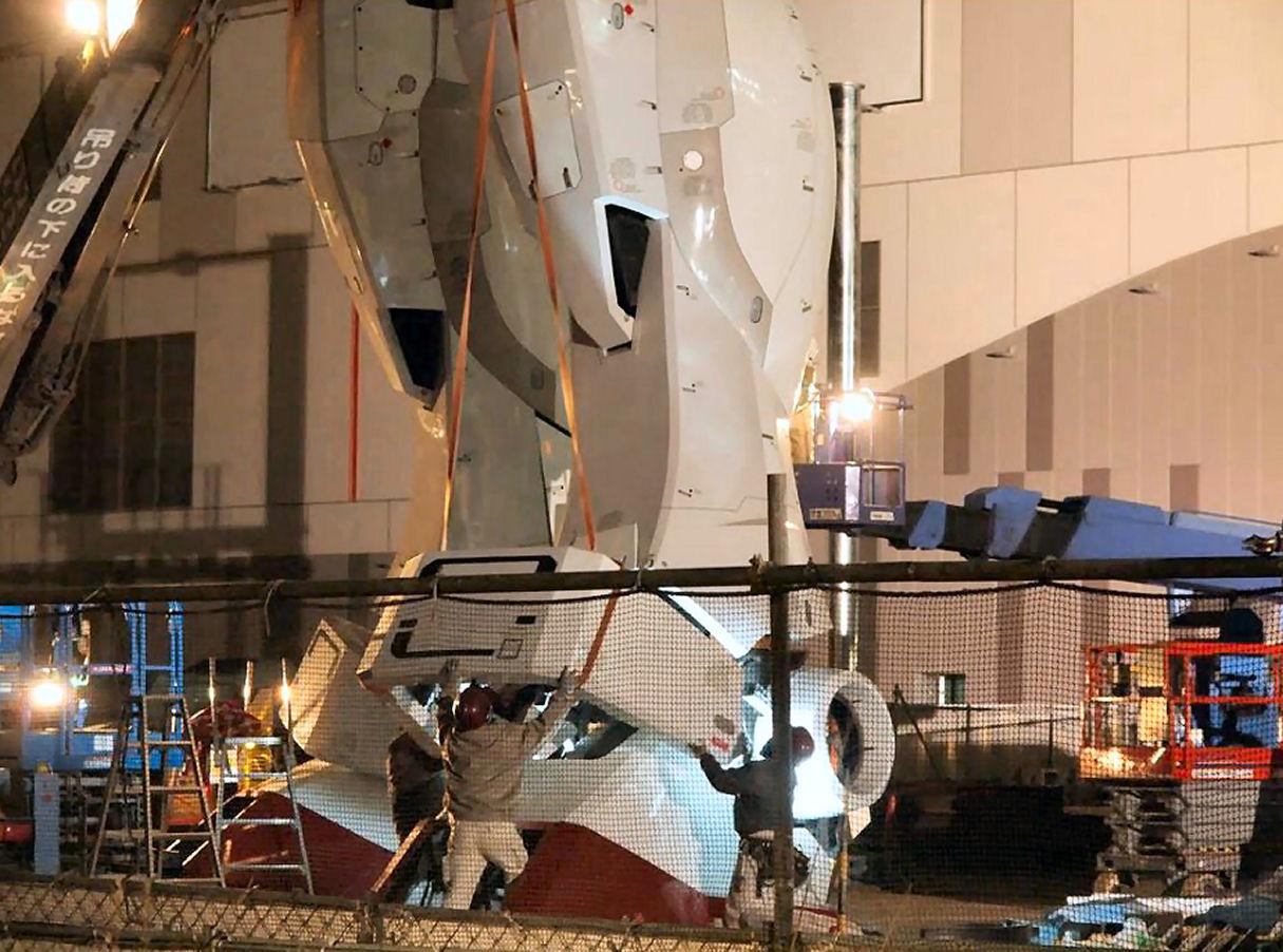 11 Life Size Gundam Statue Diver City Tokyo Odaiba Feet 1215x902