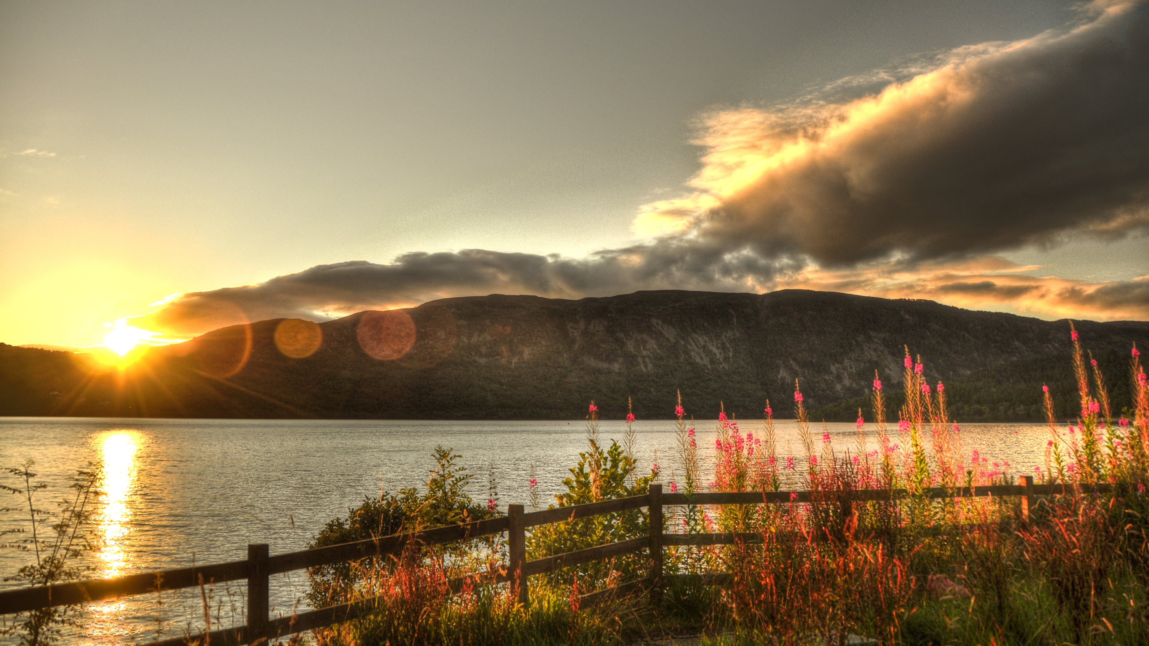 Ultra 4K Wallpaper 17 Sunset over the Loch Ness lake 3840x2160