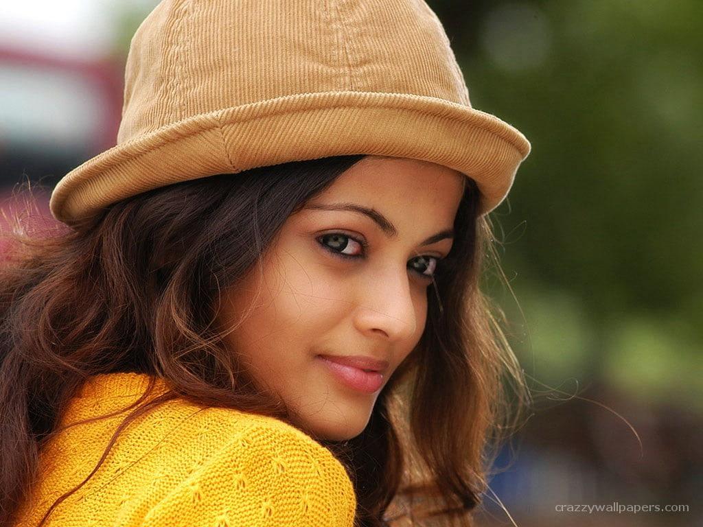 HD wallpaper Sneha Ullal Great Quality portrait headshot one 1024x768