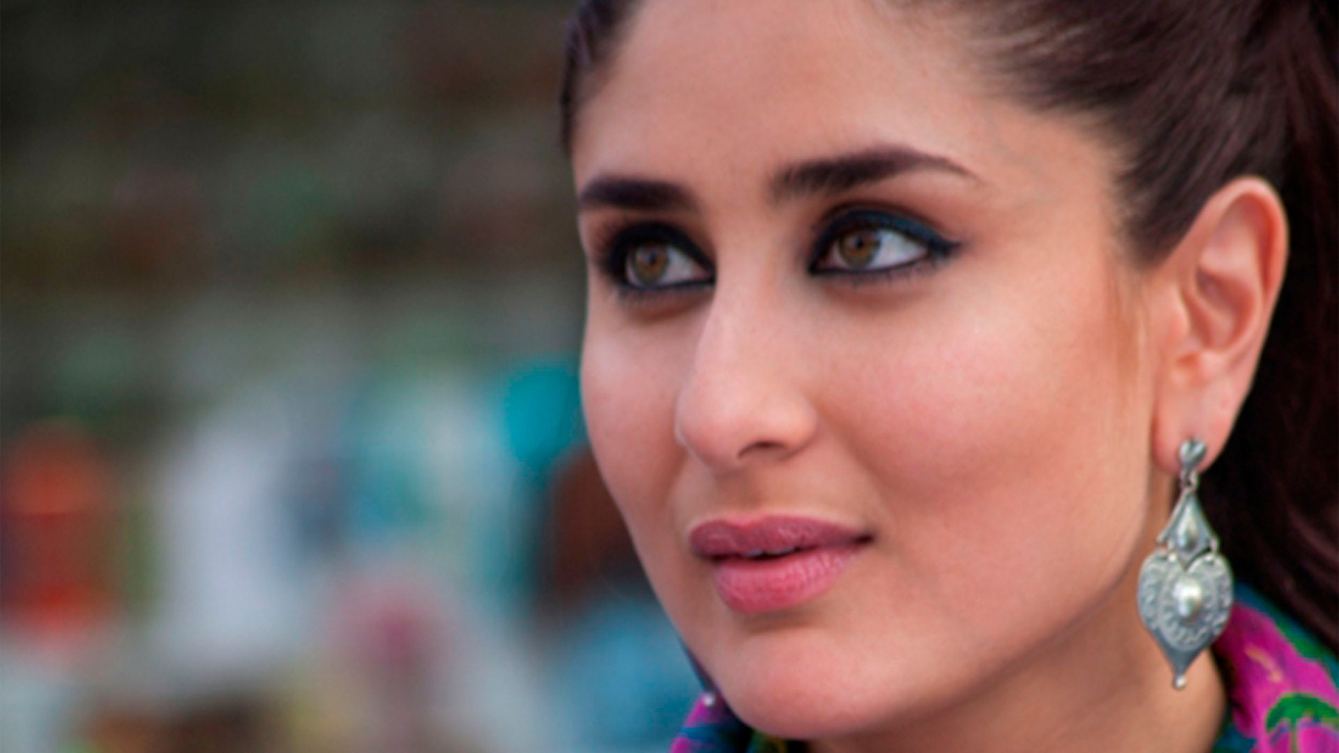 Latest New Look of Kareena Kapoor HD Wallpapers HD Famous Wallpapers 1920x1080