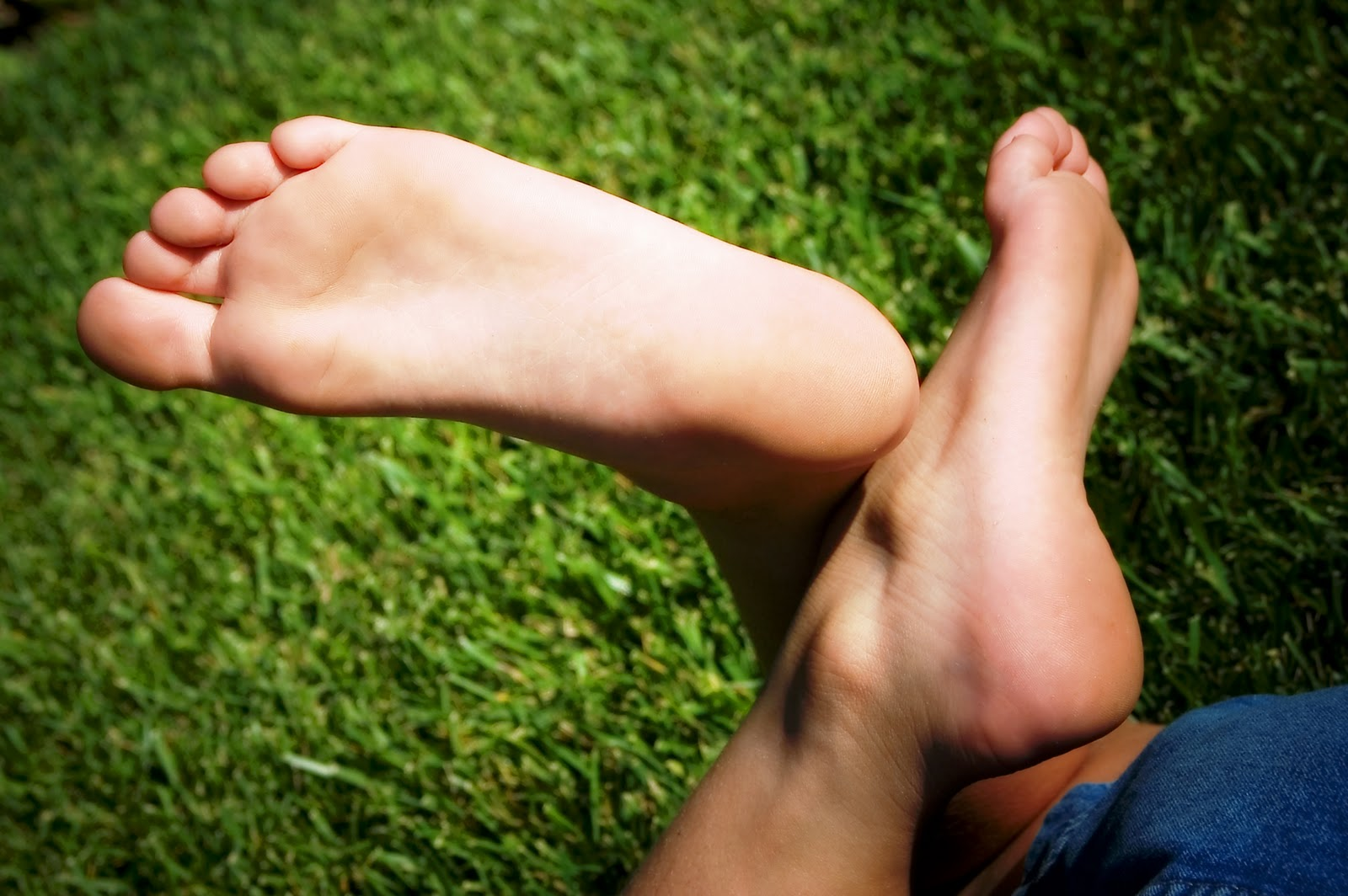 Child Feet Image 1600x1064