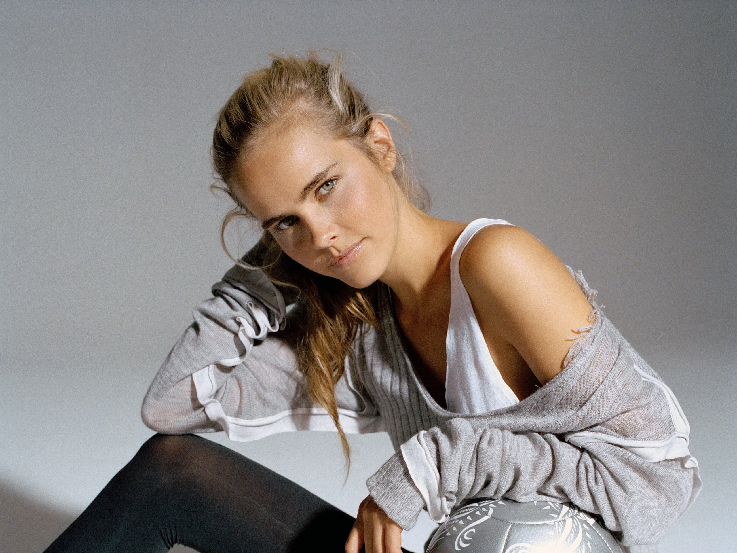 Isabel Lucas HD Wallpapers for desktop download 2560x1920