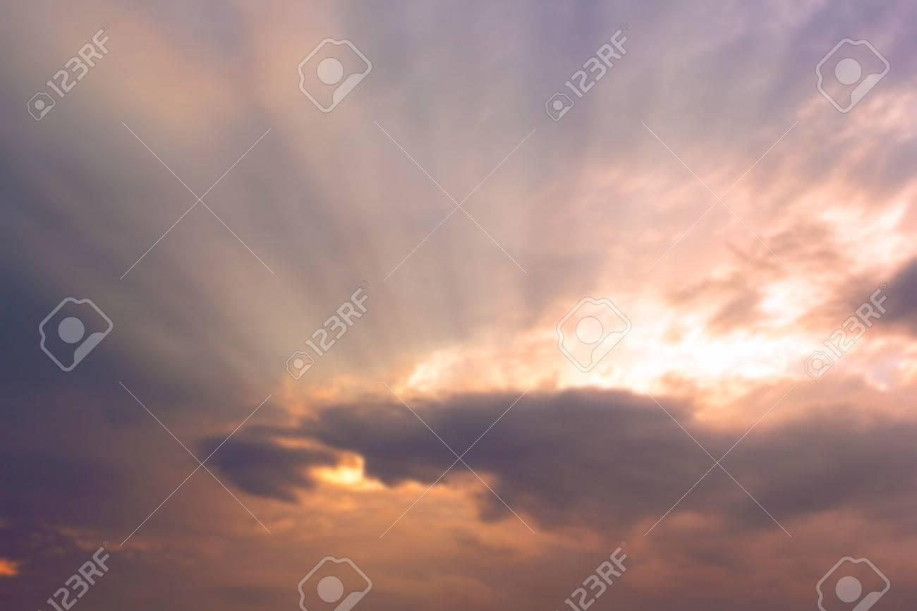 Amanecer Atardecer Borrosa Con Nubes Y Rayos De Luz til Como 1300x866