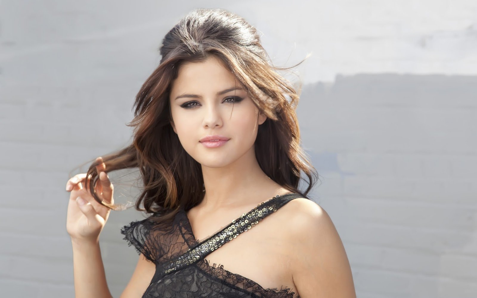 Lovely Wallpapers Selena Gomez Cute Wallpapers 2013 1600x1000
