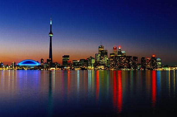 Toronto Skyline photo wall mural Toronto skyline with vibrant color 606x400