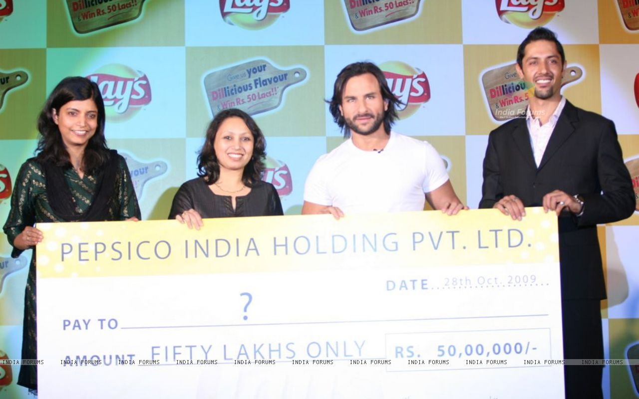 Khan unveils Lays Chips new campaignat Grand Hyatt Mumbai   Wallpaper 1280x800
