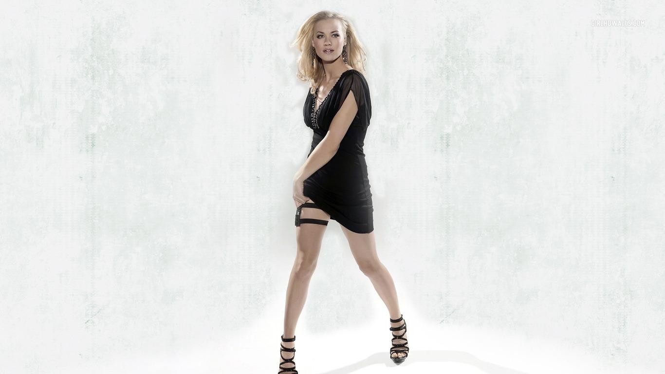 Yvonne Strahovski Legs wallpaper 2316 1366x768