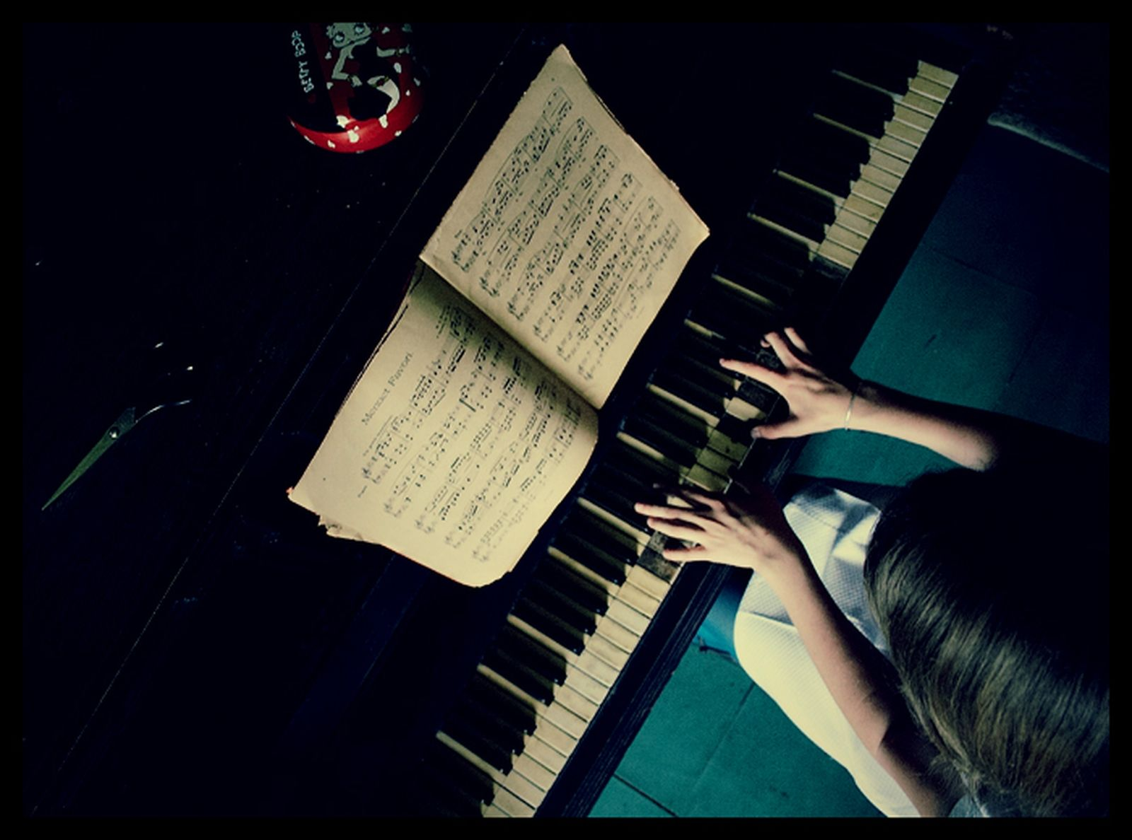 Download Piano Wallpapers Pictures Photos and Backgrounds 1600x1188