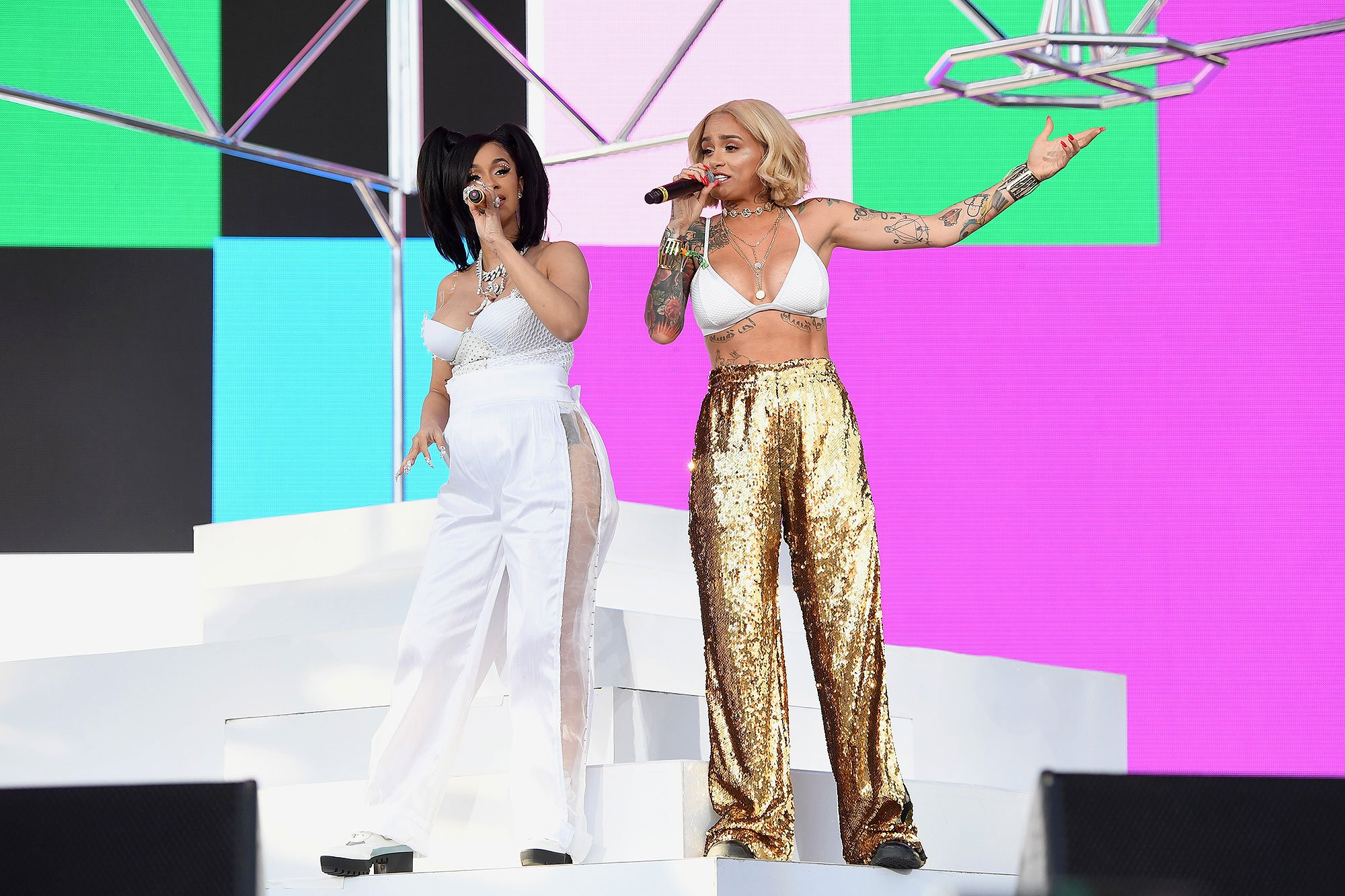 Pregnant Cardi Bs Coachella 2018 Performance PEOPLEcom 2000x1333