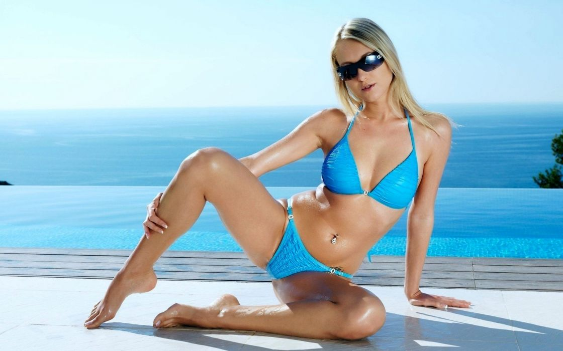 Blonde Bikini Model wallpaper 2560x1600 1026827 WallpaperUP 1120x700
