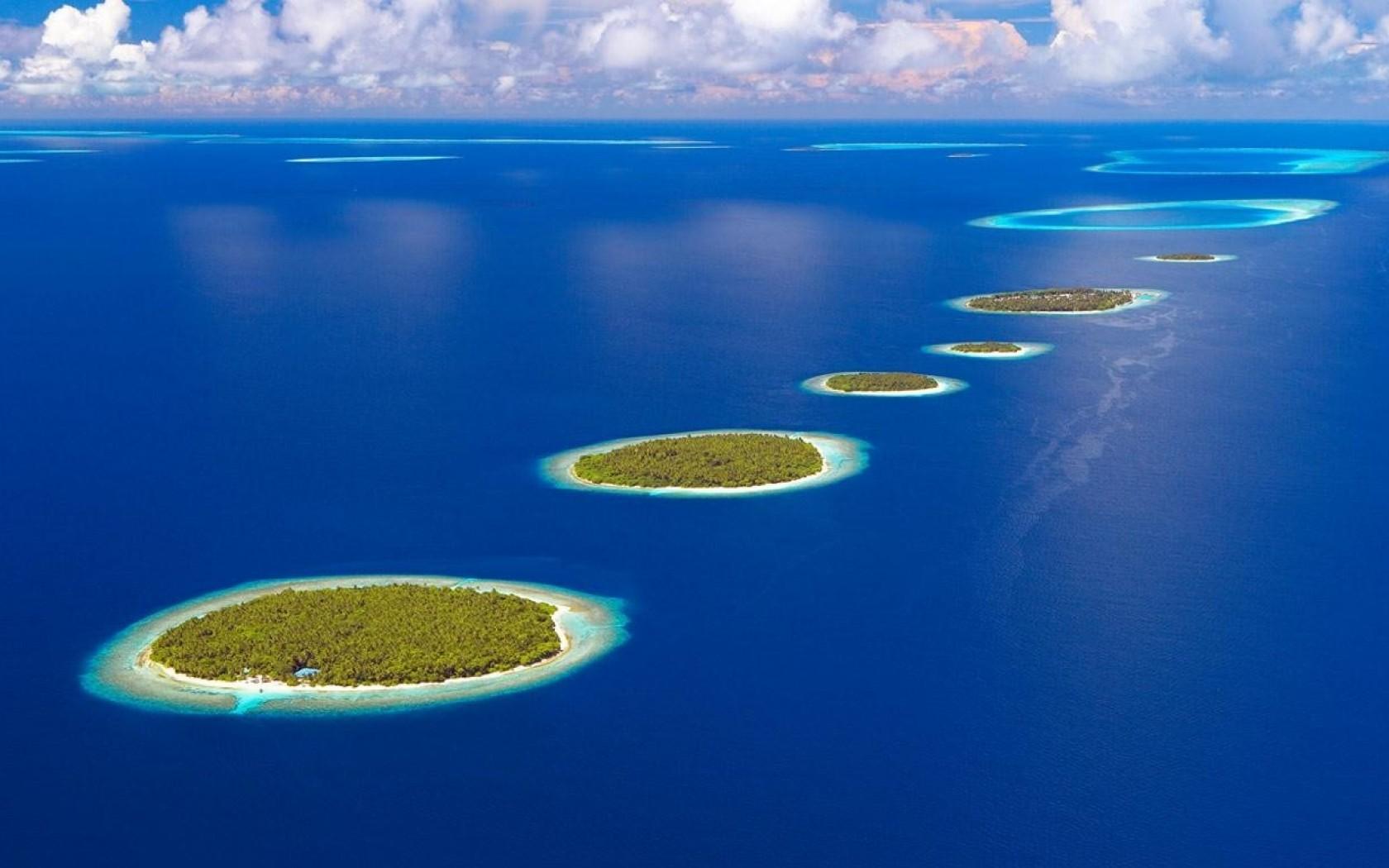 pics Bing Maldives clouds islands landscapes desktop bakcgrounds 1680x1050