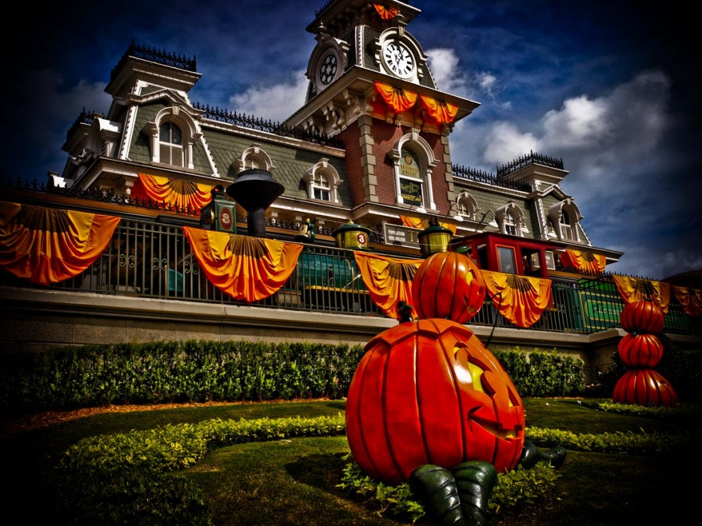 Halloween At Walt Disney World and Warner Bros Parks   Pursuitist 1024x768