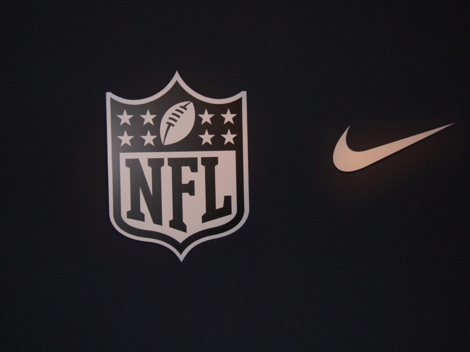 Nike Nfl Football Wallpaper Images & Pictures - Becuo