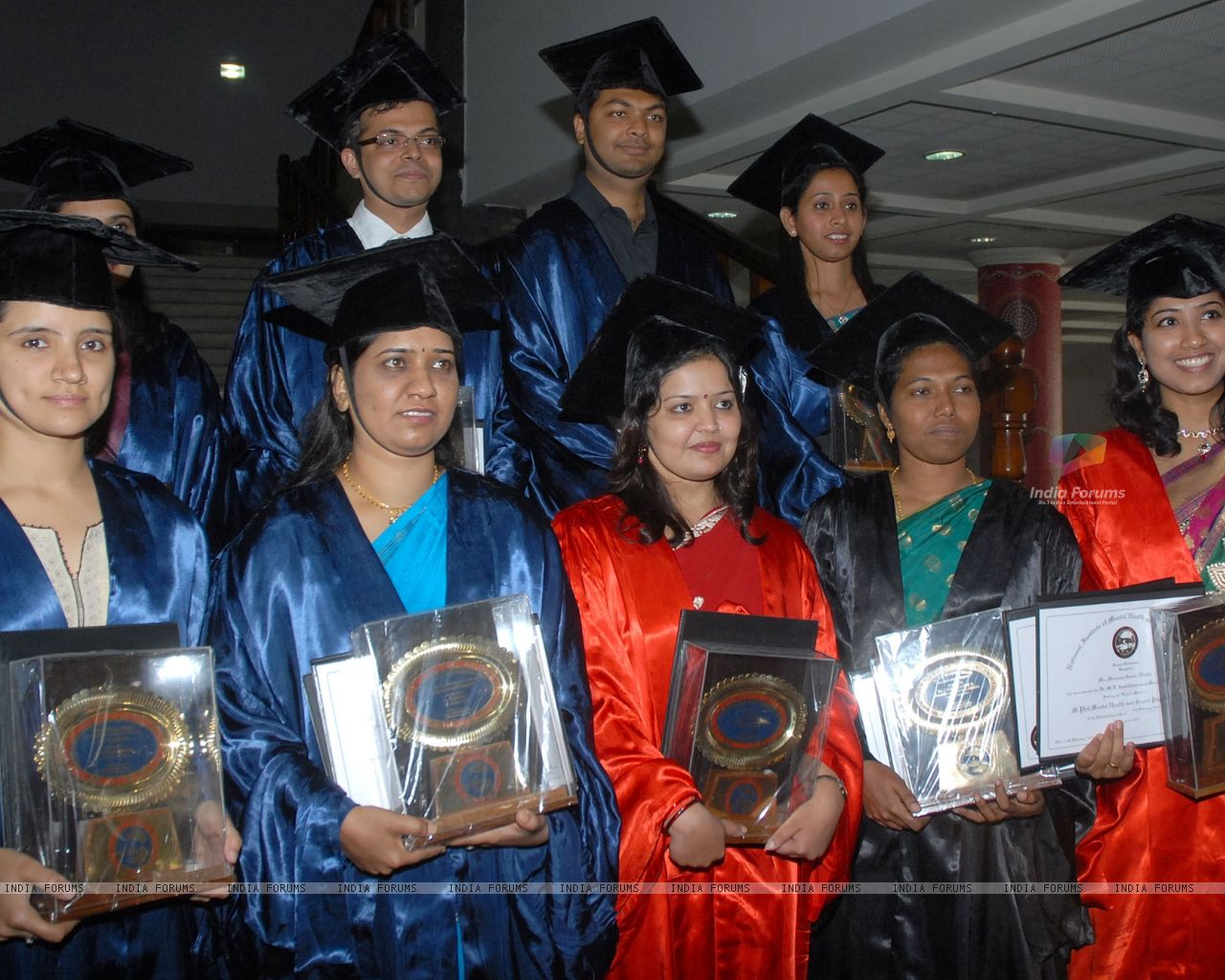 Wallpaper   Group of Medalists of 17th Convocation of NIMHANS posing 1280x1024