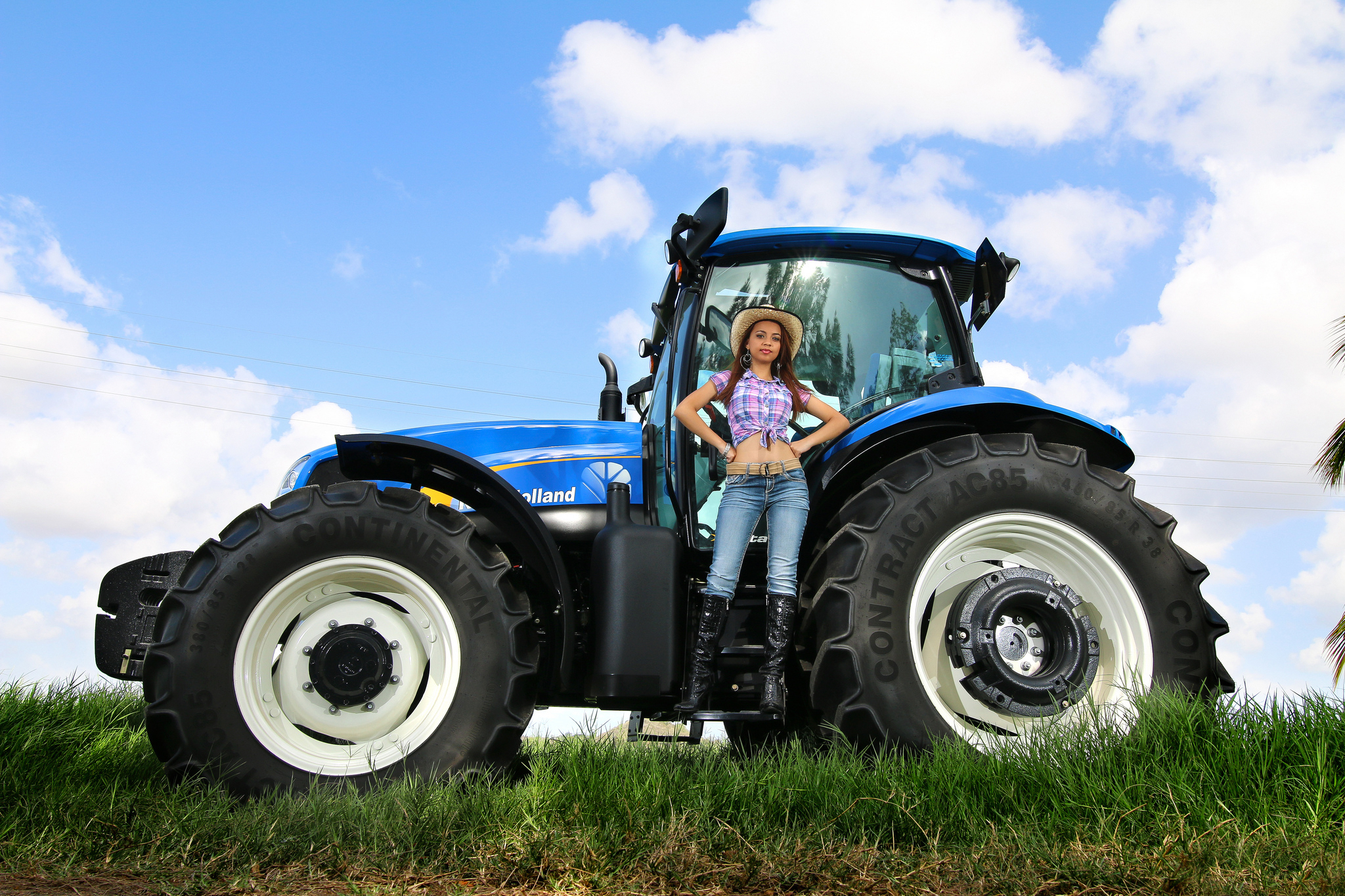 11 Tractors HD Wallpapers Background Images 2048x1365