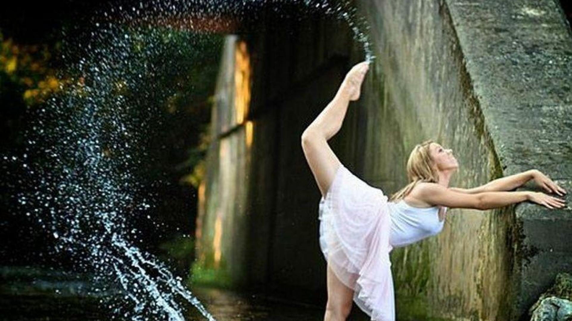 GIRL IN WATER WALLPAPER   44729   HD Wallpapers   [desktopinHQnet] 1920x1080
