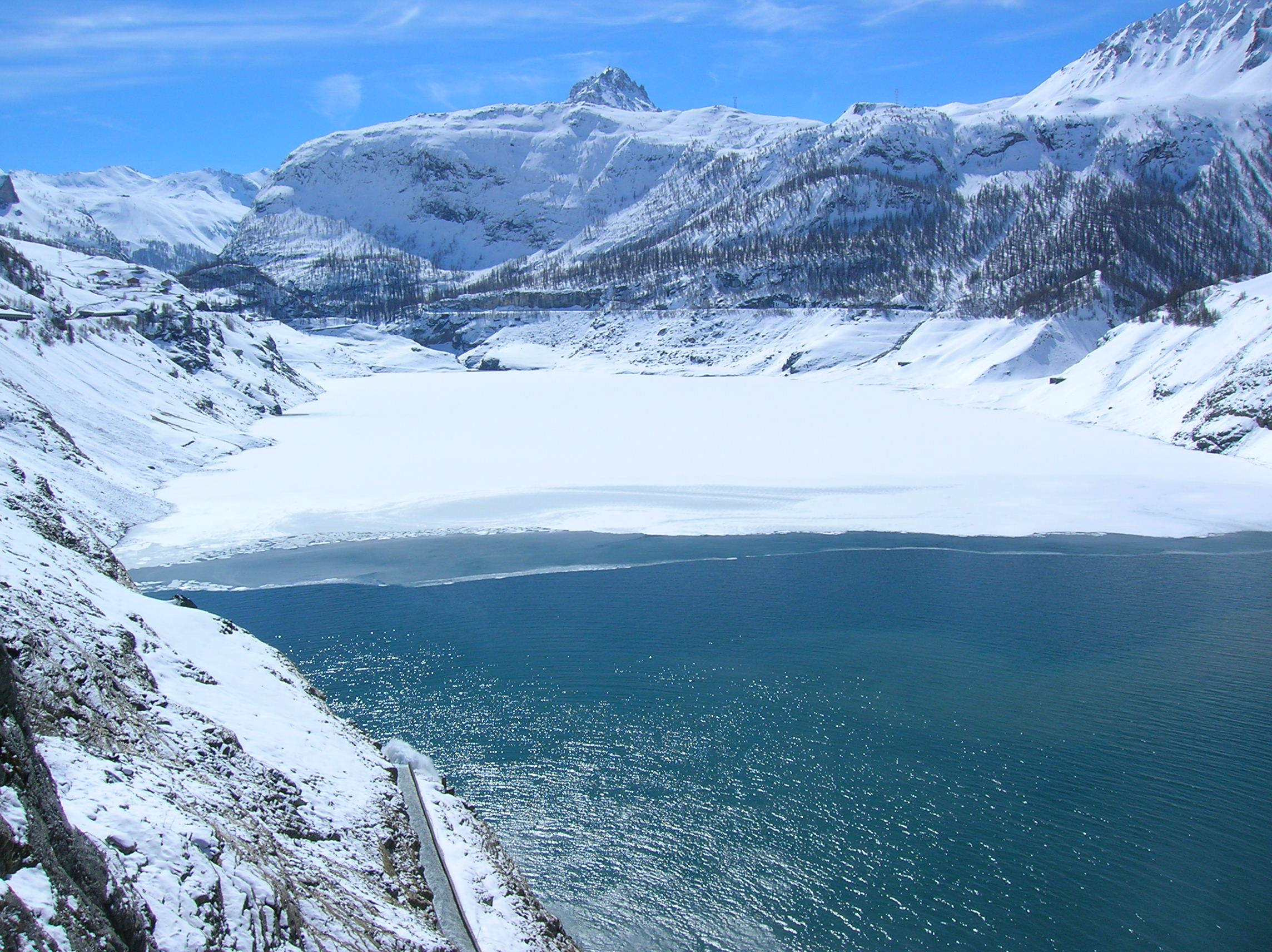Lake ski resort Tignes France wallpapers and images   wallpapers 2288x1712
