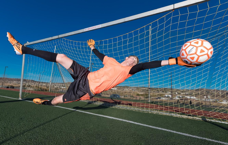 Wallpaper football goalkeeper save images for desktop section 1332x850