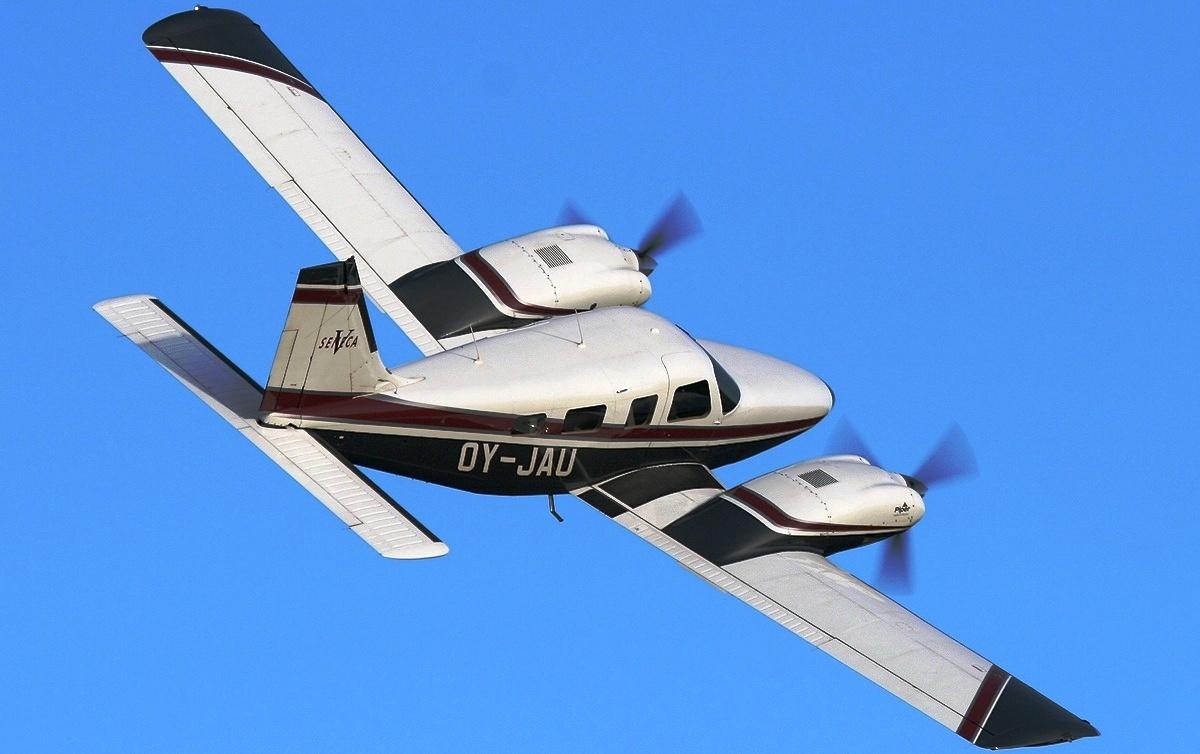 Piper PA 34 Seneca 1200x754